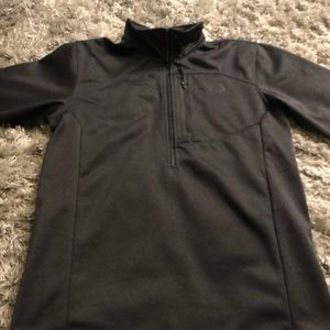 Black North face pull over